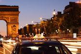 Paris taxi by the Arc de Triumph — Stock Photo