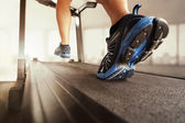 Man running on treadmill — Stock Photo