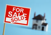 Real estate agent for sale sign — Stock Photo