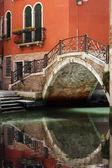 Venice bridge over canal — Stock Photo