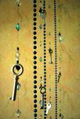 Sztuka wisiorki i koraliki kluczy we wnętrzu — Zdjęcie stockowe