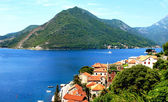 Beautiful view of the Mediterranean resort town on the shores of the azure sea — Stock Photo