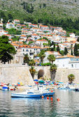 Beautiful view of the Mediterranean tourist town with a pier and yachts — Stock Photo