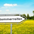 Sommerreifen Wegweiserschild - Stock Photo