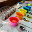 The process of coloring Easter Eggs - 图库照片
