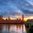 House of Parliament and Big Ben River Thames Landmark of London England United Kingdom at Dusk — Stock Photo