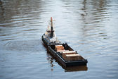 Model ship is left on a lake to water — Stock Photo