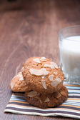Tasty milk with oatmeal cookies — Stock Photo