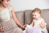 Pasar tiempo con los niños - el mejor momento siempre tendrás — Foto de Stock