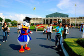 Tokyo Disneyland dynasty era Victorian-style street market in the world in front of a large Donald Duck — ストック写真