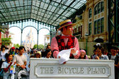 Tokyo Disneyland dynasty era Victorian-style street artists in the world market — Foto Stock
