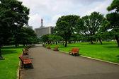 Tokyo, Japan, Huang Yuan Plaza lawn Nijubashi — Стоковое фото