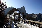 Huashan 2154,9 metros sobre el nivel del mar es uno de los famoso proverbio chino, que es pico norte huashan — Foto de Stock