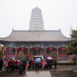 Xi'an 2013 people braved snow and rain during the Spring Festival to Famen Temple worship — Stock Photo #34702487