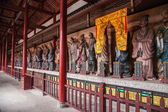 Leshan City, Sichuan Qianwei qianwei Temple Great Hall veranda on both sides of the East and West veranda with plastic statue of Confucius 72 sages Xianru — Stock Photo