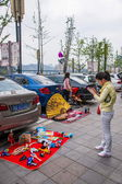 Gentle bargaining between the owners and customers of car culture adds a rich color — Stok fotoğraf