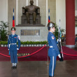 "Taipei, Taiwan, ""Sun Yat-sen Memorial Hall"" changing of the guard ceremony ceremonial soldiers punctual time — Stock Photo #40336233"