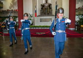 "Taipei, Taiwan, ""Sun Yat-sen Memorial Hall"" changing of the guard ceremony ceremonial soldiers punctual time — Stock Photo"
