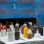 Chongqing Shi Guohua Ceramics Co., Ltd. is producing pottery workers — Stock Photo #46998931