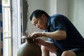"An Chongqing Rongchang pottery studio pottery museum craftsmen are producing ""Rongchang Tao"" — Stock Photo"