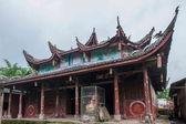 """Anyue county, provincia di sichuan, dopo tempio grotta pavone costruita su una collina nella dinastia qing """"tempio di pavone"""" — Foto Stock"""