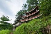 Anyue county, čchuan, nejvyšší nové lidové vesnice bezejmenná hora pozmieniaj chrámu tiger chrám postavený mimo obec — Stock fotografie