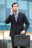 Businessman talking at the phone — Stockfoto