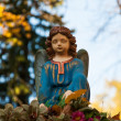 Sculpture of an angel on the grave — Stock Photo