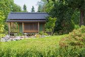 Huis in de tuin — Stockfoto