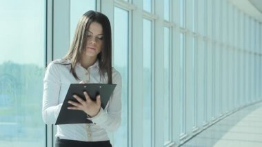 Woman taking notes (PAL) — Stock Video