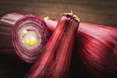 Red onion on wood — Stock Photo