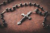 Biblia y el crucifijo — Foto de Stock