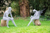 Wire statues of man and fairy — 图库照片