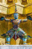 Gaint guardian at Wat Phra Kaew in Bangkok, Thailand — Stock fotografie