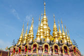Golden pagoda at Wat Phra That Su Thon Mongkhon Khiri Samakkhi — Stock Photo