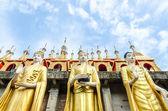 Buda gigante en wat phra ese su thon mongkhon khiri samakkhi — Foto de Stock