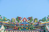 Chinese Temple Roof with Dragon statue — Stock Photo
