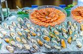 Linha de buffet de marisco (camarão e mexilhão verde de Nova Zelândia) — Fotografia Stock