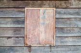 Cerré la ventana de madera de casa retro en rural de Tailandia — Foto de Stock