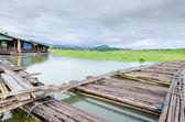 竹サンクラブリ、カンチャナブリ県、タイ花嫁 — ストック写真