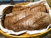 Bröd på skrivbordet — Stockfoto