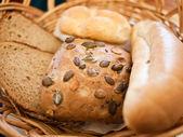 хлеб на столе — Стоковое фото