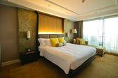 Posto letto in una stanza d'albergo — Foto Stock