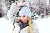 The young, beautiful girl, is photographed in the cold winter in park — Stock Photo