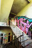 Trap van verlaten fabriek — Stockfoto