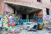 Graffiti on the walls of abandoned factory — Stock fotografie