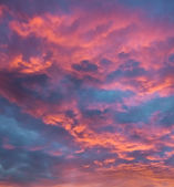 Vibrant clouds at sunset — Stock Photo