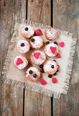 Mini cupcakes with dried berries — Stock Photo