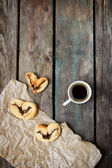 Cup of coffee and cookies on wooden background — Stock Photo