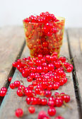 Red currant on a wooden table — Stock Photo